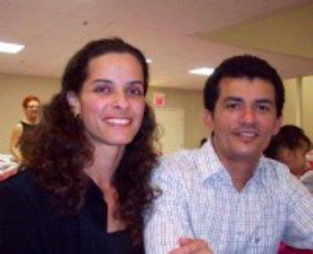 Nós já nos encontramos pessoalmente, estamos nos amando profundamente e iremos marcar a data de nosso casamento em breve!