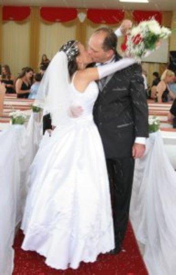 Agradeço primeiramente à DEUS, por me amar e me dar uma pessoa maravilhosa  que é meu esposo, que conheci através do site AmorEmCristo.com.