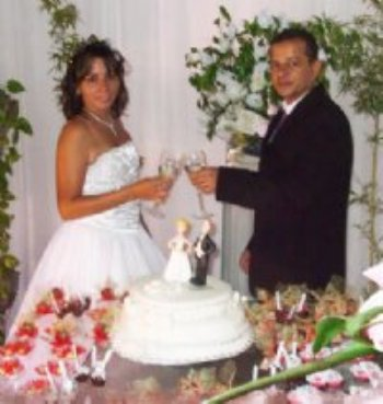 Foi tudo lindo! Casamos... Estou muito feliz! Agradeço a Deus o esposo maravilhoso que Ele me deu...