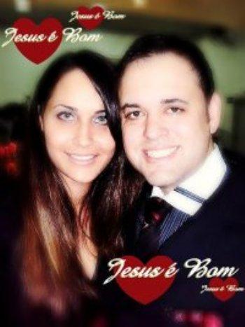 Meu nome é Maíra, sou cantora evangélica da Primeira Igreja Batista, e quero falar um pouco sobre as maravilhas que Deus conduziu em nossas vidas...