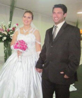 Nosso amor aumentava a cada dia... Finalmente, nós nos casamos em junho deste ano!